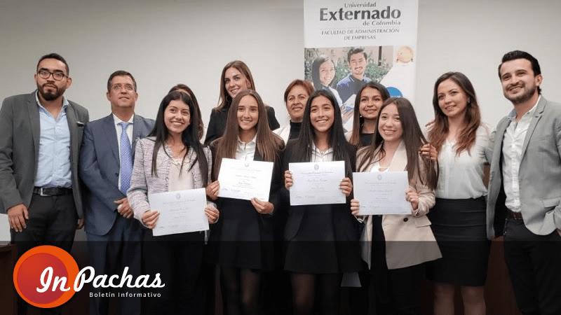 """Estudiantes del Colegio Santa Francisca Romana ganadores del concurso """"Mentes Brillantes"""", de la Universidad Externado de Colombia"""