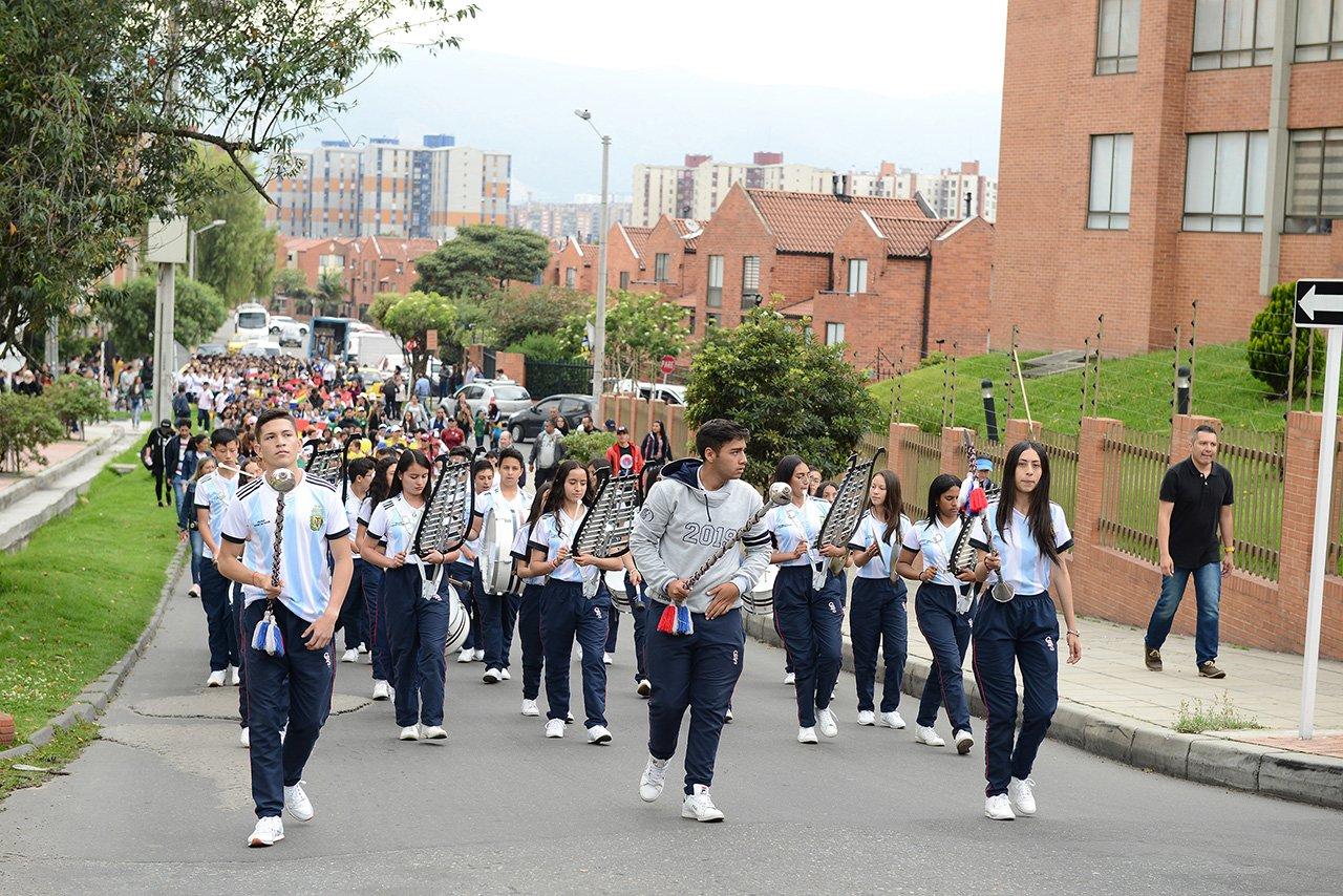 marchas de estudiantes del colegio divino salvador