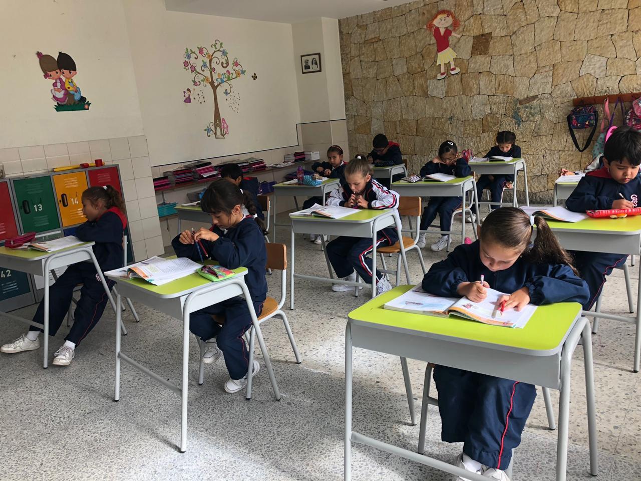 salón de clases en el colegio divino salvador