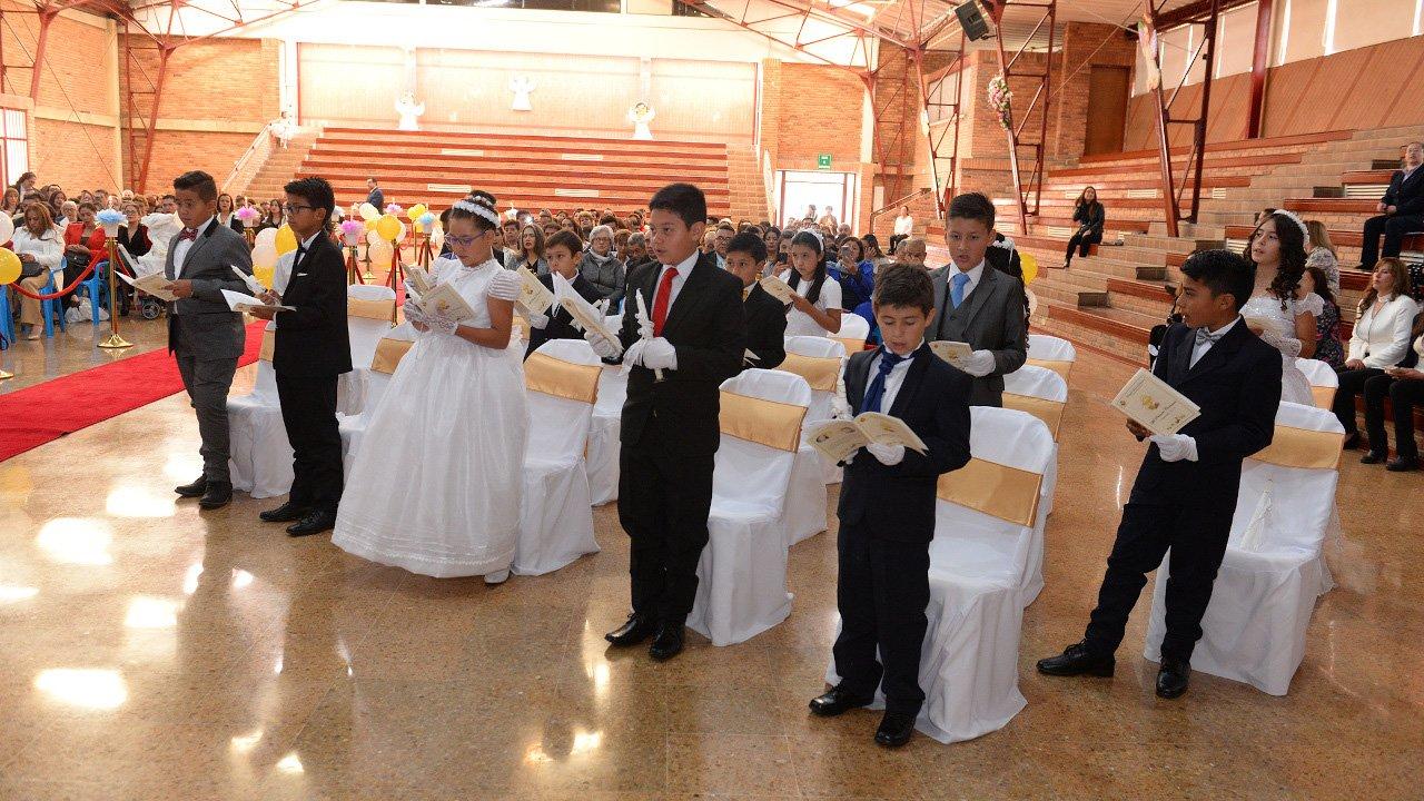 primera comunion en el colegio divino salvador