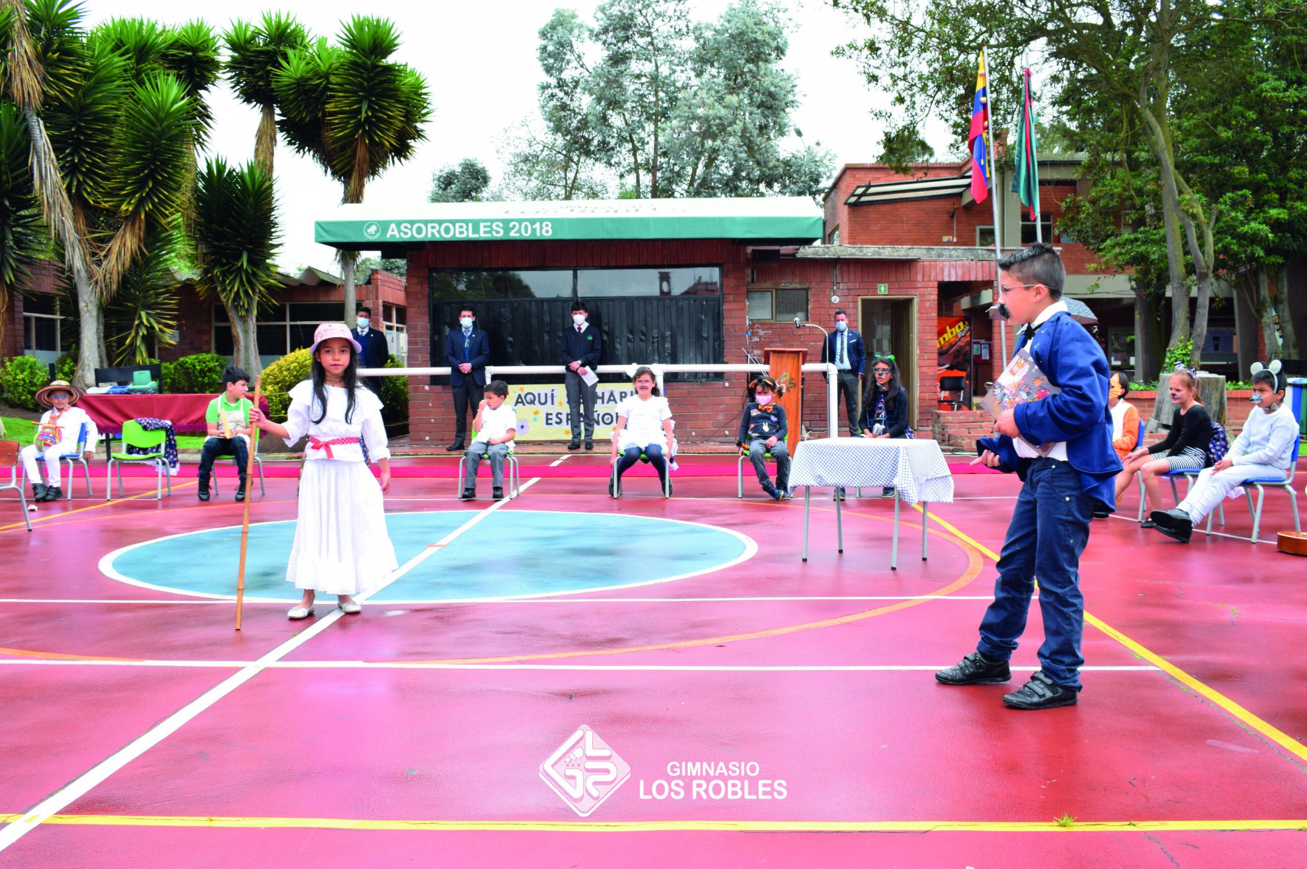 niños en presentación del Gimnasio Los Robles